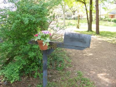 mailbox-flowers.jpg